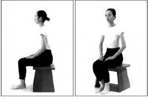 20. ábra - Helyes testtartás széken ülve